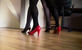 pantyhosed-mature-guy-in-high-heels-receives-a-nice-handjob