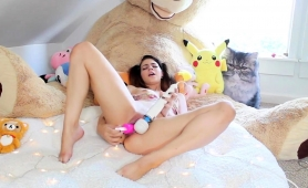 Pigtailed Camgirl Plays With Her Favorite Toys On The Bed