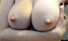 sexy-babe-reveals-her-big-nipples-and-pleases-her-hairy-twat