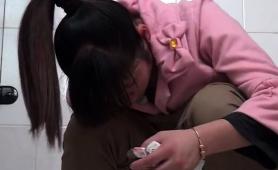 public-toilet-voyeur-films-amateur-japanese-babes-peeing